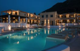 Crystal Waters Hotel 4*